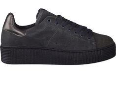 Koop uw favoriete paar schoenen type SNEAKER van  bij Schoenen Verduyn. Eenvoudig online kopen, kwaliteitsgarantie en snelle levering.