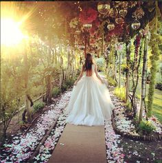 its the perfect wedding dress    amanda Crossley, instagrammed by Poppydelevigne  i saw this dress and just wanted to save it on my wedding board.