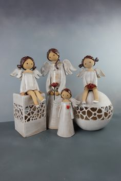 Diy Craft Projects, Decor Crafts, Christmas Crafts, Christmas Decorations, Christmas Ornaments, Clay Crafts, Arts And Crafts, Pottery Angels, Ceramic Angels