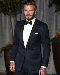 David Beckham in een Tom Ford smoking Tom Ford Tuxedo, Tuxedo For Men, Tom Ford Suit, High Fashion Men, Mens Fashion Suits, Tom Ford Smoking, David Beckham Suit, Wedding Tux, Black Tuxedo Wedding