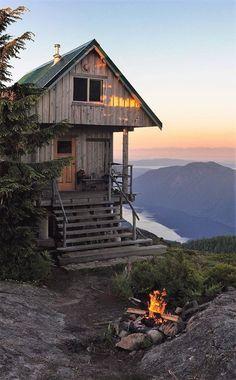 Cabin Fever Buy A Tiny House, Building A Tiny House, Tiny House Living, Shabby Cottage, Shabby Chic Homes, Shabby Chic Decor, Bergen, House Worth, Villa
