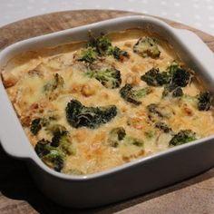 Een heerlijke ovenschotel gevuld met ei, kip, broccoli en natuurlijk kaas!