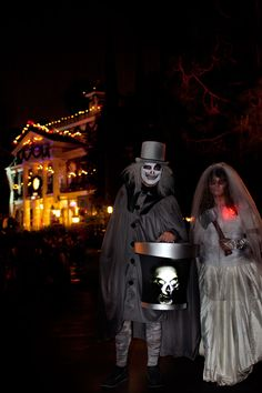 Disneyland Mickey's Halloween Party // Hatbox Ghost and Attic Bride Constance // Haunted Mansion