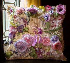 Gallery.ru / Фото #2 - Вдохновение розы, ландыши, анютки, душистый горошек. - Innetta. Beautiful pillow with fabric flowers and embroidery.
