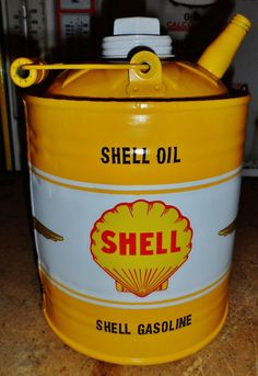 Shell oil can Old Gas Pumps, Vintage Gas Pumps, Posto Shell, Shell Oil Company, American Gas, Royal Dutch Shell, Vintage Oil Cans, Pompe A Essence, Oil Barrel