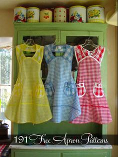 191 apron sewing patterns ~ These remind me of what my mom used to wear! Sewing Hacks, Sewing Tutorials, Sewing Crafts, Sewing Projects, Sewing Patterns, Apron Patterns, Easy Apron Pattern, Vintage Apron Pattern, Dress Patterns