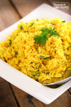This Easy Yellow Rice side dish complements just about any meal! You can make this on the stove-top or in the rice cooker. So tasty! via This Easy Yellow Rice side dish complements just about any meal! You can make this on the stove-top or in th Yellow Rice Recipes, Easy Rice Recipes, Side Dish Recipes, Healthy Recipes, Yellow Rice Pilaf Recipe, Recipes Dinner, Jasmine Rice Recipes, Easy Chicken And Yellow Rice Recipe, Vegetarian