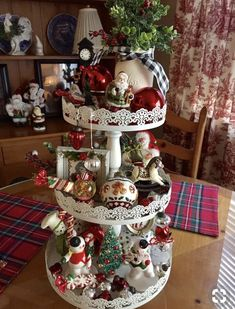easy indoor christmas decoration and display ideas 53 Christmas Kitchen, Country Christmas, Christmas Home, Vintage Christmas, Christmas Holidays, Christmas Crafts, Indoor Christmas Decorations, Christmas Centerpieces, Centerpiece Ideas