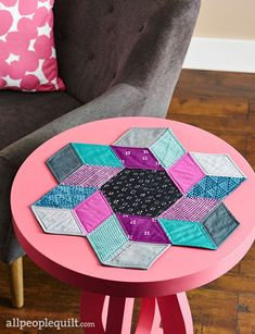 Quilts and More Winter 2016 See the featured projects and web-exclusive patterns from the Quilts and More Winter 2016 issue. Quilts and More Winter 2016 See the featured projects and web-exclusive patterns from the Quilts and More Winter 2016 issue. Drunkards Path Quilt, Hexagon Patchwork, Patchwork Quilting, Small Quilts, Mini Quilts, Quilting Projects, Sewing Projects, English Paper Piecing, Mug Rugs