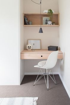 Home office decor is a very important thing that you have to make percfectly in your house. You need to make your home office decor ideas become a very awe Home Office Design, Home Office Decor, Office Style, Home Office Bedroom, Casual Office, Office Designs, Small Office Desk, Small Desks, Small Workspace