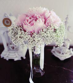 Oui il faudra penser à avoir un vase sous la main pour poser le bouquet avant la cérémonie sans l'abîmer ! Héhé