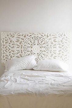 29 Wonderful Headboard Ideas For Beauty Bedroom. If you have a rather large bedroom fitting in any sort of headboard is bound to be a simple task. If you have a large room with a small bed think about getting a headboard with a shelving unit or . White Headboard, Wood Headboard, Headboard Ideas, Queen Headboard, Home Bedroom, Bedroom Decor, Bedroom Ideas, Wall Decor, Diy Wall