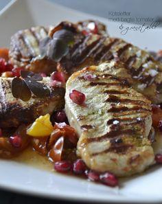 Koteletter med bagte tomater og granatæble