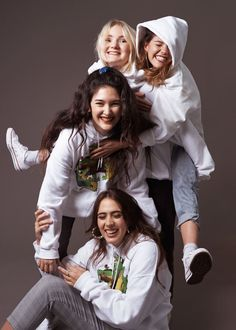 March is Music Month: Hinds Group Photo Poses, Best Photo Poses, Friend Poses Photography, Portrait Photography Poses, Girl Group Pictures, Friendship Photoshoot, Studio Family Portraits, Sister Poses, People Poses