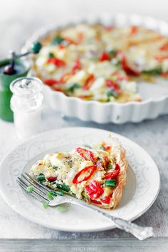 Tarta z ciasta francuskiego - Przepis FRENCH TART looks delicious Quiches, Cookbook Recipes, Cooking Recipes, Pastry Dishes, My Favorite Food, Favorite Recipes, French Tart, Vegetable Tart, Vegetarian Recipes