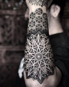 Pontilhismo tattoo created by Caco Menegaz from Curitiba, Paraná. - Pontilhismo tattoo created by Caco Menegaz from Curitiba, Paraná. Mandala Tattoo Mann, Geometric Mandala Tattoo, Mandala Sleeve, Geometric Sleeve, Mandala Tattoo Design, Tattoo Abstract, Line Tattoos, Body Art Tattoos, Tattoos For Guys