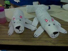 Polar bears made from recycled water bottles and dixie cups. Very cute idea.