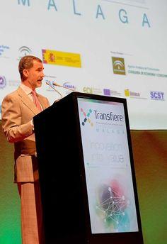 El Rey Felipe VI inaugura la sexta edición de @ForoTransfiere  El Palacio de Ferias y Congresos de Málaga (Fycma) ha acogido la inauguración de Transfiere, Foro Europeo para la Ciencia, Tecnología e Innovación, un acto que ha estado presidido por el Rey Felipe VI. Transfiere ha reunido a representantes de más de una veintena de países, con Portugal como invitado.  Transfiere, 6º Foro Europeo para la Ciencia, Tecnología e Innovación, ha sido inaugurado en Málaga por el Rey Felipe VI, que ha…