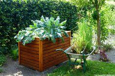 Nach einem langen und anstrengenden Arbeitstag ist Entspannung genau das Richtige für den gestressten Arbeitnehmer. Ein Ort, an dem er diese Entspannung finden kann ist der Garten, denn die Arbeit mit den Pflanzen beruhigt. Besonders effektiv ist die Gartenarbeit, wenn dabei ein Hochbeet verwendet wird. Schließlich schützt es die Anbaufläche vor Schnecken und anderen Schädlingen. […]