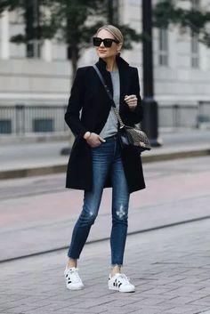 Biz Cas Whole outfit Zara Black Wool Coat Grey Sweater Madewell Denim Jeans adidas superstar sneakers Fashion Mode, Look Fashion, Fashion Outfits, Womens Fashion, Sneakers Fashion, Fashion Black, Fall Fashion, Sneakers Style, Fashion Ideas