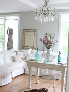 Here we present you some gorgeous interior decor ideas in shabby chic style. The main characteristic of shabby chic interior design is aged and distressed Shabby Chic Mode, Shabby Chic Stil, Estilo Shabby Chic, Shabby Chic Interiors, Shabby Chic Decor, Rustic Decor, Boho Chic, Rustic Chic, Casual Chic
