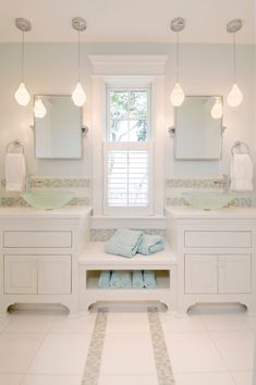 Find the best modern bathroom ideas, designs & inspiration to match your style. Check out pictures of modern bathroom decor & colours to develop you bathroom design Aqua Bathroom, Beach House Bathroom, White Vanity Bathroom, Beach Bathrooms, Loft Bathroom, Bathroom Vanities, Small Bathroom, Bathroom Bench, Relaxing Bathroom