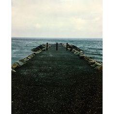 【syun6915】さんのInstagramをピンしています。 《旅の記憶〜 海の端っこ  #問いかけられるもの #みえるもの #海 #端 #写真を撮るのが好きな人と繋がりたい #写真好きな人と繋がりたい #写真を撮っている人と繋がりたい #写真撮ってる人と繋がりたい #写真好キナ人ト繋ガリタイ #写真が好きな人と繋がりたい #フィルムカメラ #フィルム #フィルムに恋してる #フィルム写真普及委員会 #フィルムカメラ普及委員会 #ファインダー越しの私の世界 #ファインダー越しのわたしの世界 #ファインダー #自然 #雨》
