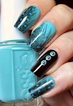 Nail design blue color with black lines and accesories - Uñas acrilicas azules con negro, accesorios y un estilo de alas de ave