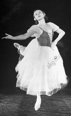 akg-images -Galina Ulanova as GisellePeople's Artist of the U.S.S.R. Galina Ulanova as Giselle in the ballet 'Giselle'.