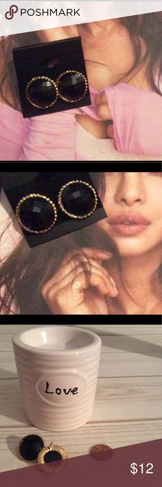 New black and gold earrings New black and gold colored earrings.*light weight* Jewelry Earrings