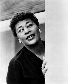 Ella Fitzgerald 1962 press photo. Jazz Artists, Music Artists, Blues Artists, The Ink Spots, A Love Supreme, Grey Hair Inspiration, Ella Fitzgerald, Miles Davis, She Song