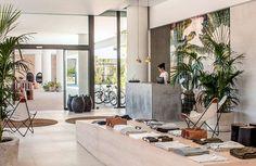 """""""Mi casa es tu casa"""" es el lema de esta maravilla de hotel situado en la isla griega de Rodas. Sus 90 habitaciones sólo para adultos invitan a los huéspedes a relajarse en una atmósfera cálida y bohemia con una decoración en tonos terrosos y en las que predominan las superficies con acabado natural. El …Leer más..."""