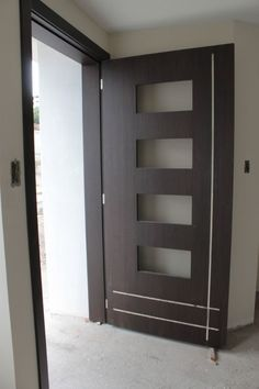 Puerta principal instalada en casa #Alexina2 #Carpinteria #Muebles