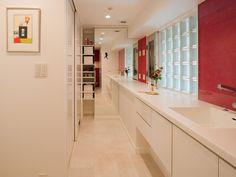 『イエナカ手帖』に投稿された遊さんの壁材の記事『タイトル:ミラーマジック』です。鏡で洗面室が広く見える