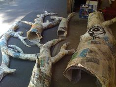 The makings of a large, living, paper mache tree - Playroom Paper Mache Tree, Paper Mache Crafts, Paper Tree, Plate Crafts, Forest Party, Forest Theme, Enchanted Forest Bedroom, Fairy Bedroom, Fairy Nursery