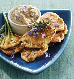 Cuketové placičky s tuňákovou pomazánkou, Foto: isifa.com Tofu, Pancakes, Breakfast, Kitchen, Morning Coffee, Cooking, Kitchens, Pancake, Cuisine