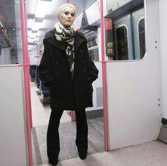 🚃 Tap for deets ✌🏼️ Tokyo Fashion, Diva Fashion, Fashion Bloggers, Muslim Fashion, Modest Fashion, Dina Tokio, Hijab Chic, Head Wraps, Hipster