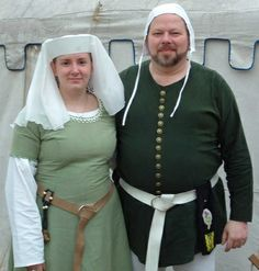 I am a medieval re-enactor. This page contains information on making a reasonable attempt at medieval clothing. I originally used some of this information to help my family dress for my medeival wedding, but this content is also good for people who. Medieval Hats, Medieval Clothing, Medieval Banquet, Medieval Times, Renaissance Costume, Medieval Costume, Medieval Dress Pattern, Medieval Wedding, Hipster Fashion