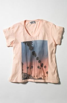 vintage graphic tee is perfect for Spring/Summer-wear under a blazer, cardigan, or just by itself
