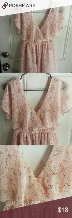 Lovely Easter dress 🐰 Deep V-neck Excellent condition  Lovely Spring Dress Forever 21 Dresses