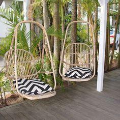 Hangstoelen in strandhuis in Australië
