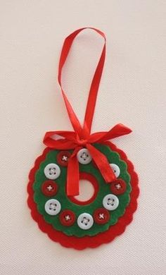 Button Wreath a super child's craft for the christmas tree
