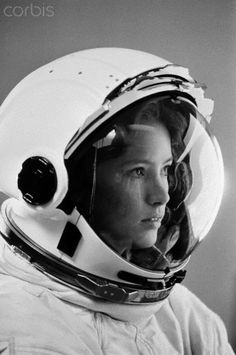 Astronaut Anna Fisher - A chemist & emergency physician who, in 1984, became first mother in space... #NASA
