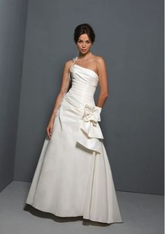 Taffeta Strapless Straight Neck 2012 Wedding Dress with Ruched Bodice and Pick-Ups