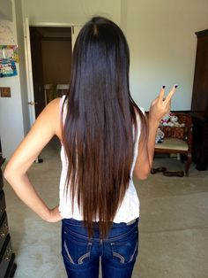 i would cut off my right arm for my hair to be this long...not really but I want my hurrr to be this long soooo bad!!