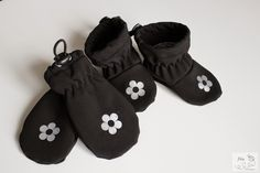 Jitu: Baby mittens and booties