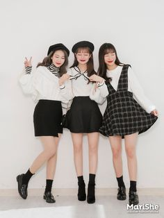 Source by Outfits ulzzang Matching Outfits Best Friend, Best Friend Outfits, Korea Fashion, Asian Fashion, Girl Fashion, Korean Best Friends, Cute Comfy Outfits, Girl Outfits, Fashion Outfits