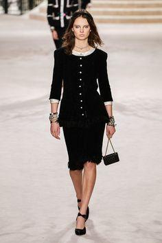Chanel Pre-Fall 2020 Fashion Show - Vogue 2000s Fashion, Fashion 2020, London Fashion, Runway Fashion, Latest Fashion, Fashion Moda, Fashion Week, Fashion Looks, Fashion Tips