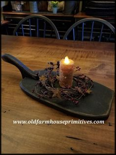 This black distressed paddle candle holder is perfect for any candle! We chose a… This black distressed paddle candle holder Primitive Living Room, Primitive Bathrooms, Primitive Homes, Primitive Furniture, Primitive Kitchen, Primitive Crafts, Country Primitive, Country Furniture, Primitive Christmas