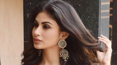 Mouni Roy is a famous Television and Film actress and model. Whatsapp Dp Girls, Best Whatsapp Dp, Flower Images Free, Boman Irani, Emma Watson Hot, Whatsapp Profile Picture, Girls Dp Stylish, Selena Gomez Photos, Image 30
